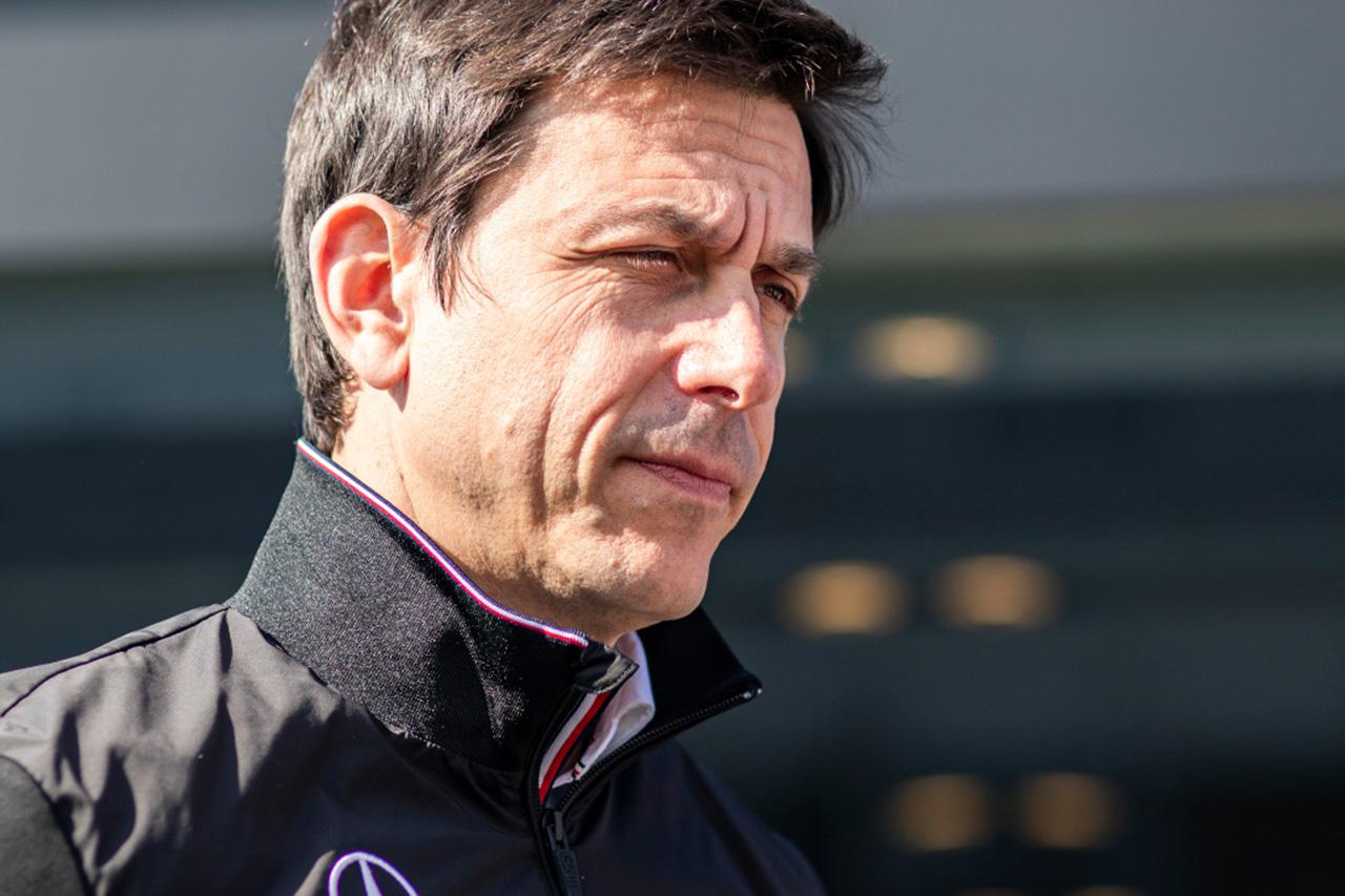 F1:「トト・ヴォルフはアストンマーティンに移籍する」とエクレストン