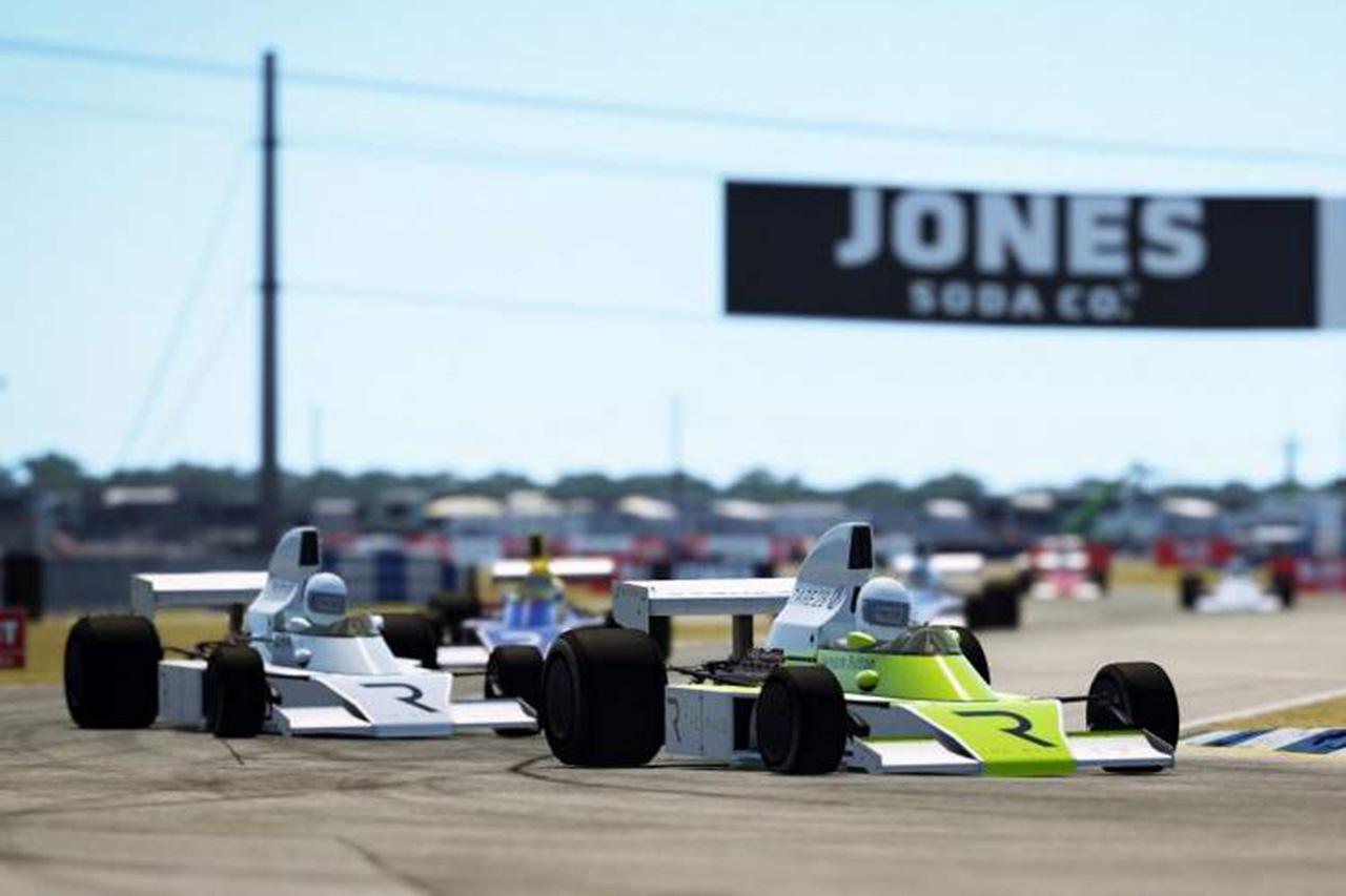 F1:ジェンソン・バトン、eスポーツレース『Legends Trophy』で優勝