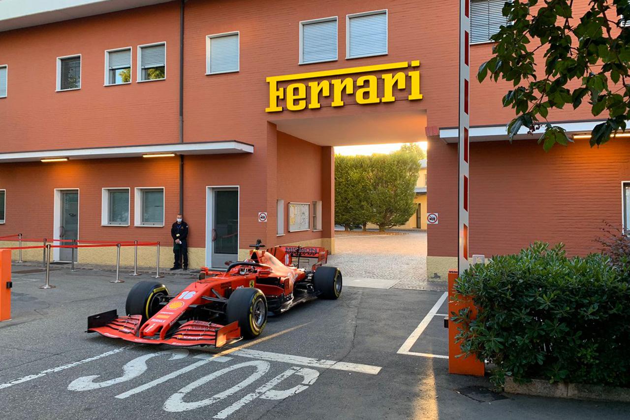 シャルル・ルクレール、今季マシン『SF1000』でマラネロの市街地を走行 / フェラーリF1
