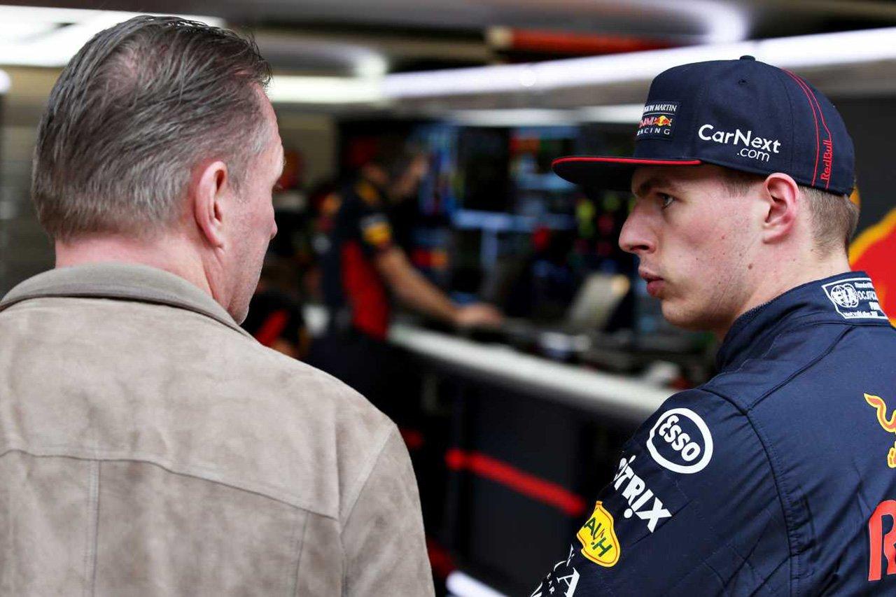 「レッドブル・ホンダF1はメルセデスの背後にいる」とフェルスタッペン父