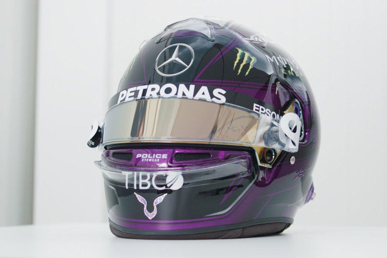 """ルイス・ハミルトン、""""ブラック&パープル""""の新ヘルメットを公開 / メルセデスF1"""