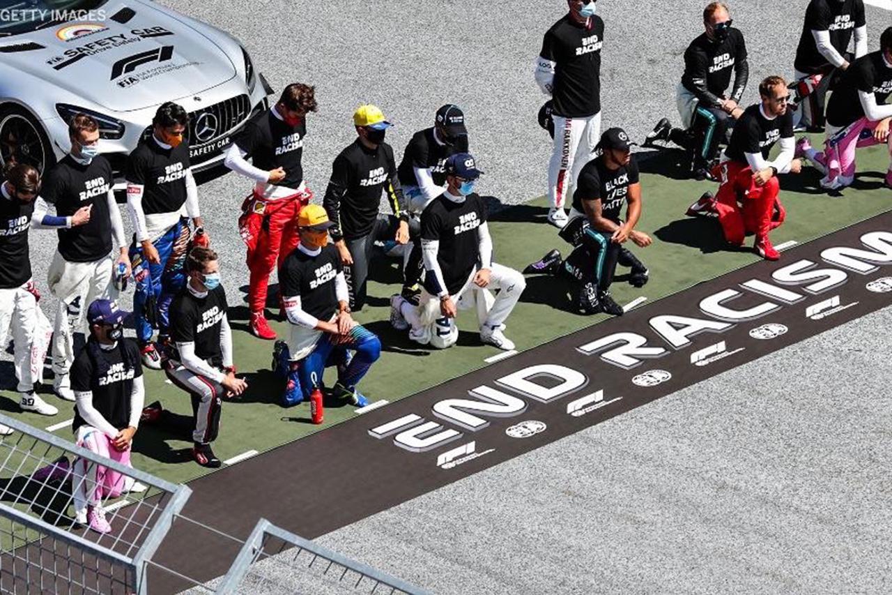 ルイス・ハミルトン 「他のF1ドライバーに片膝立ちを強要した事実はない」