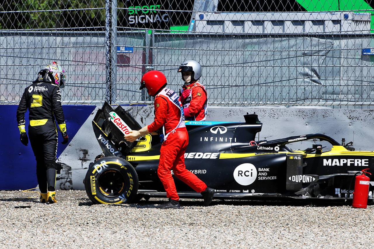 ダニエル・リカルド、大クラッシュも怪我はなし…ルノーF1に謝罪 / F1シュタイアーマルクGP 初日
