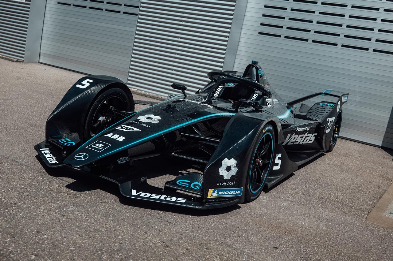 メルセデス、F1チームと同様にフォーミュラEもブラックカラーに変更