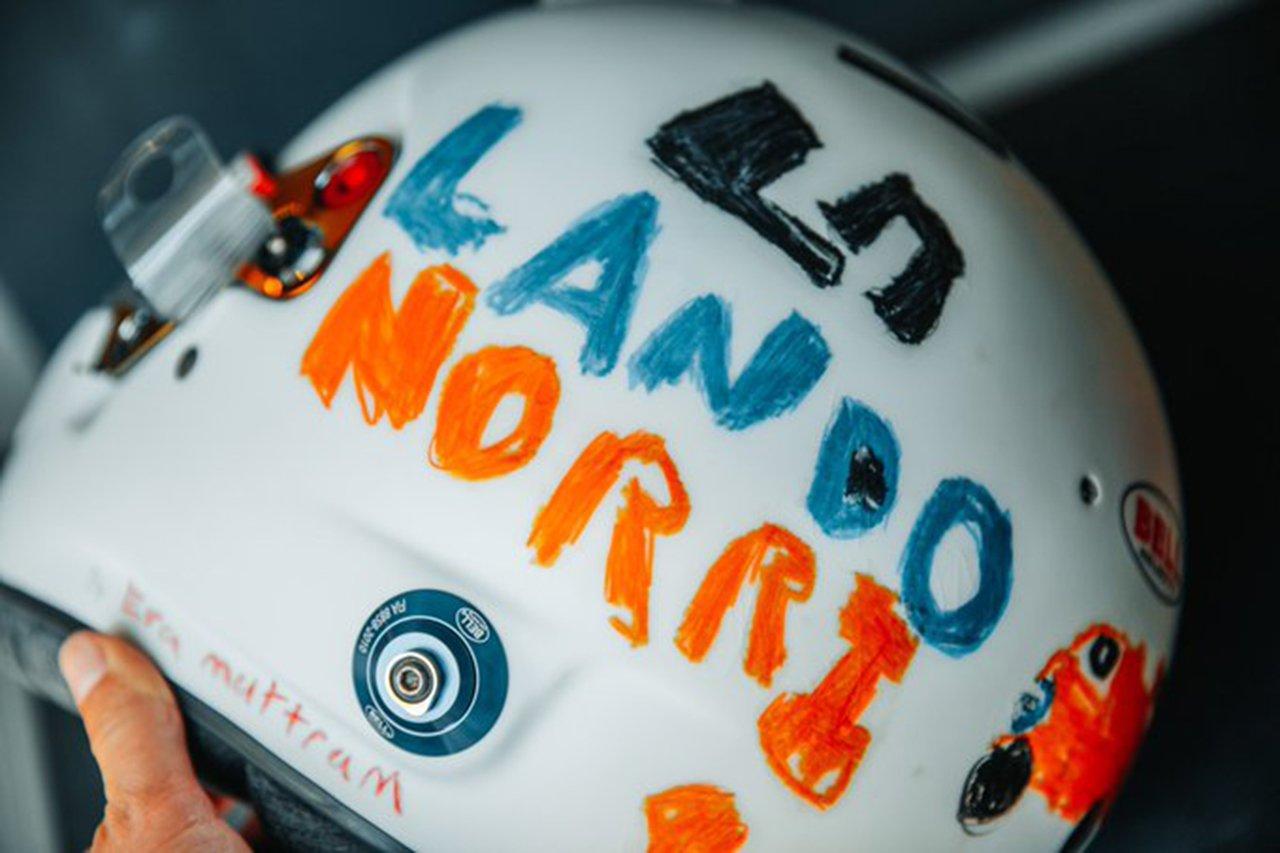 ランド・ノリス、6歳のファンがデザインしたヘルメットを着用 / マクラーレン F1イギリスGP