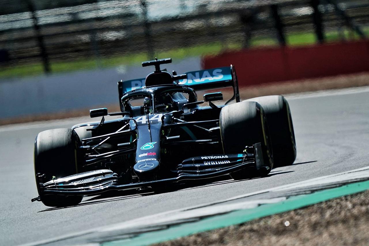 F1イギリスGP 予選:ハミルトンPP獲得でメルセデスが1列目独占。3番手のフェルスタッペンとは1秒差