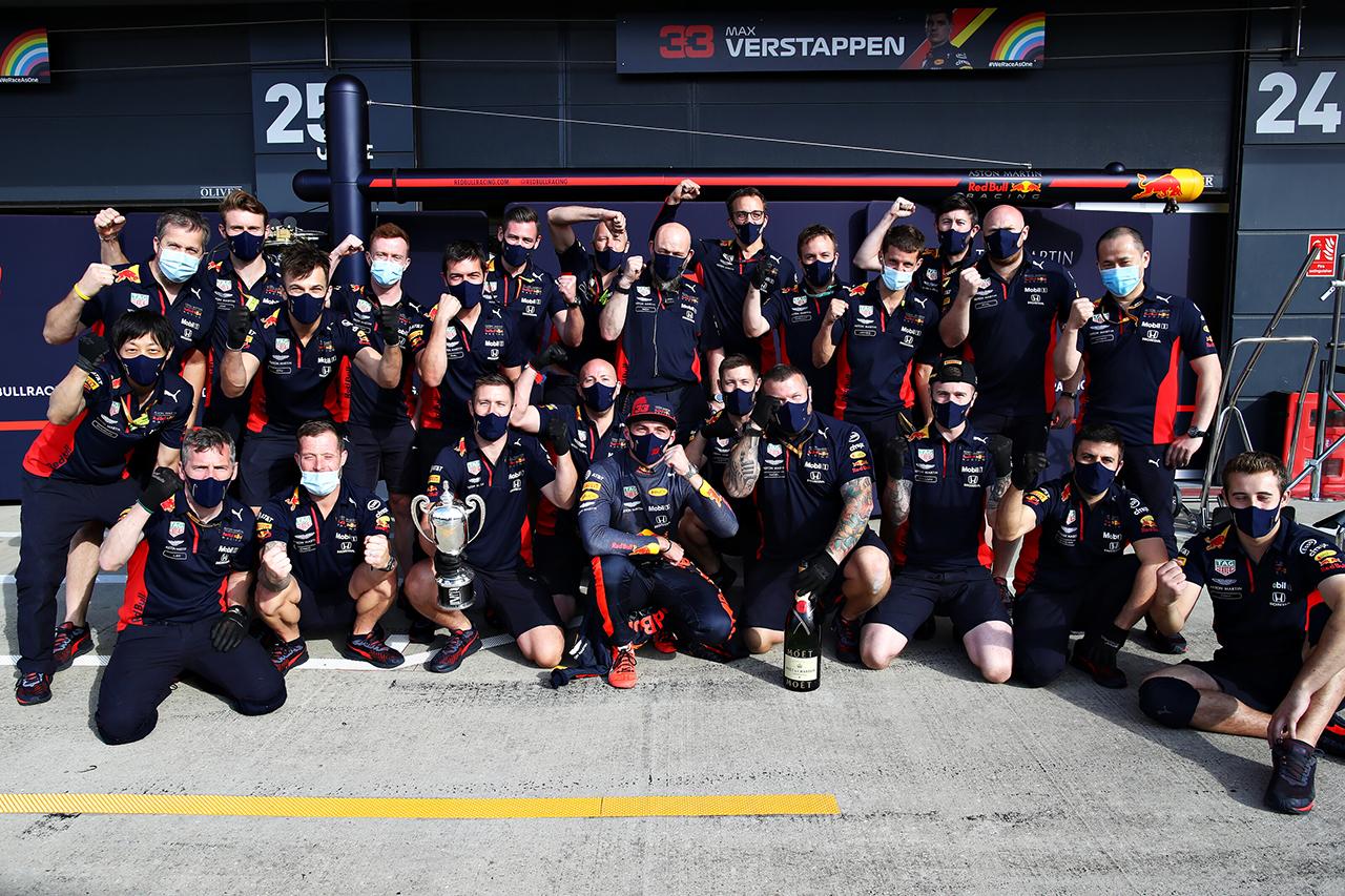 レッドブル・ホンダF1 「予選でのメルセデスとの差を考えれば2位に満足」 / F1イギリスGP 決勝