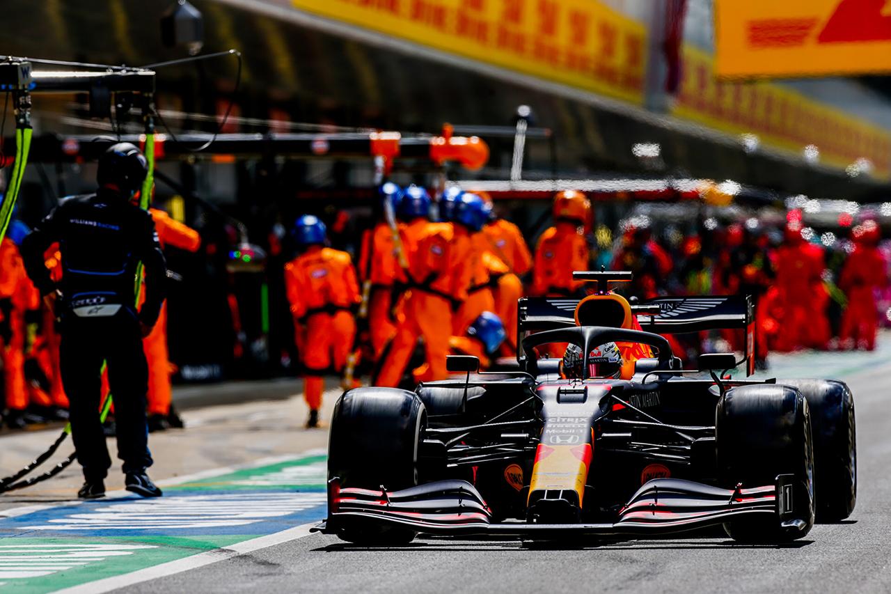 ピレリ 「マックス・フェルスタッペンのタイヤの切り傷はデブリが原因」 / F1イギリスGP 決勝