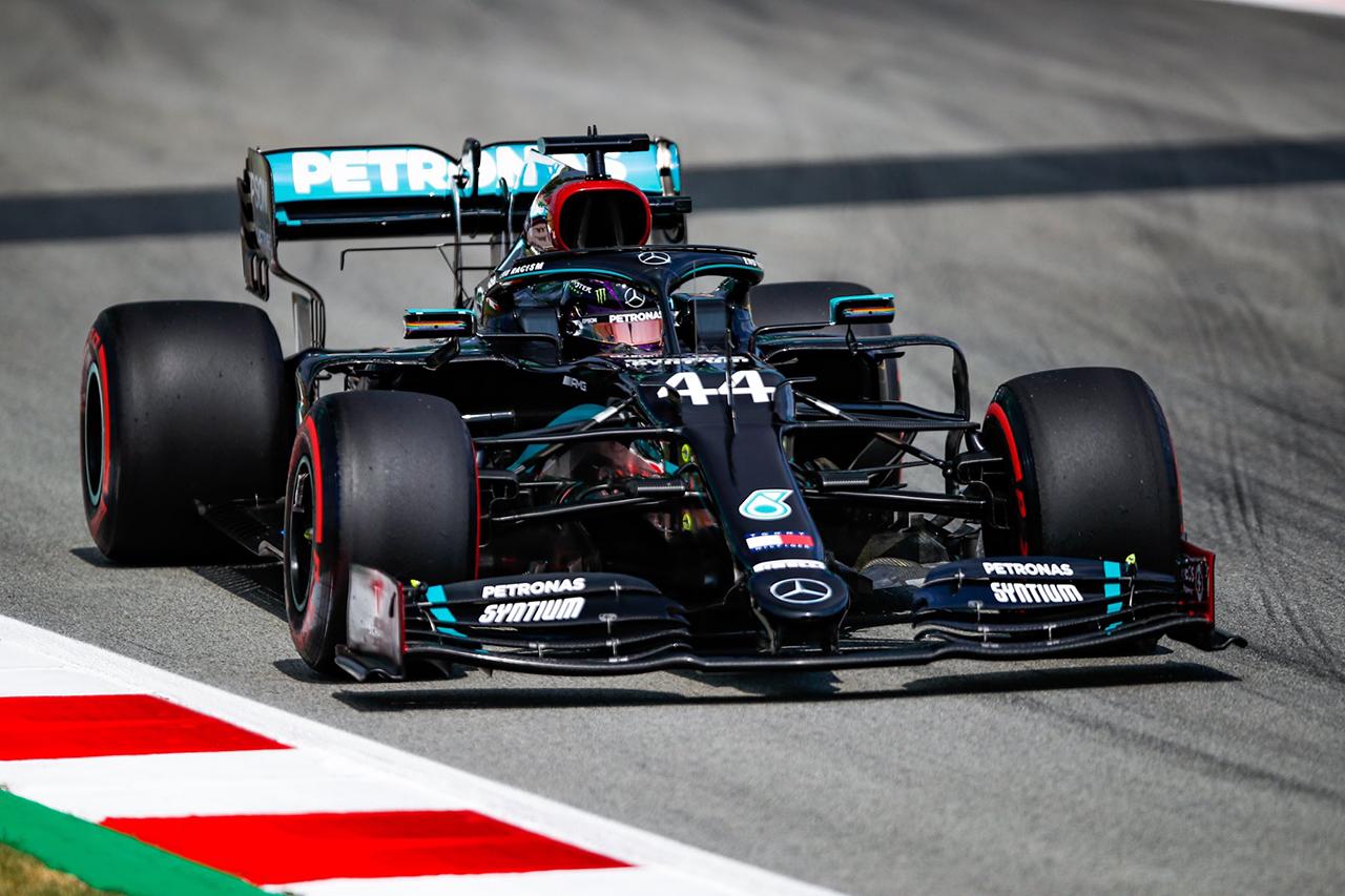 F1スペインGP フリー走行2回目:ハミルトン首位でメルセデスが1-2。レッドブルF1のフェルスタッペンは0.8秒差の3番手