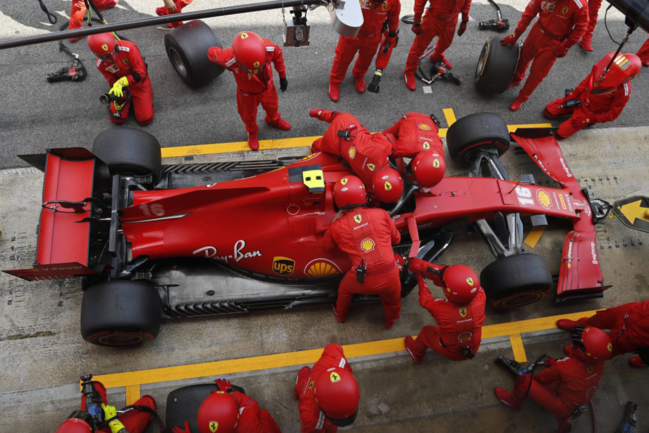 """F1:シャルル・ルクレールの""""シートベルト未装着""""走行に批判の声"""