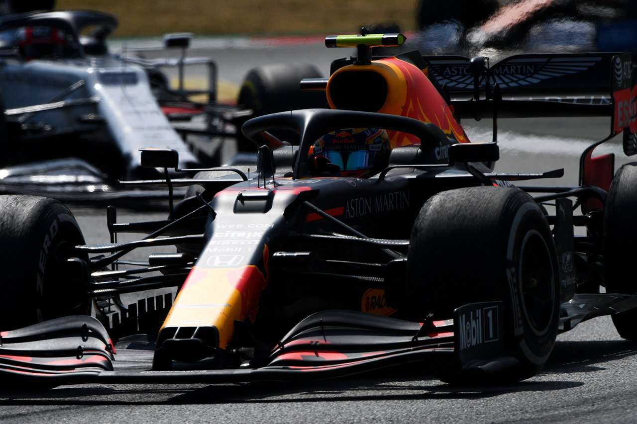 「レッドブルF1はアルボンをフェルスタッペンの生贄に使用した」と元F1ドライバー