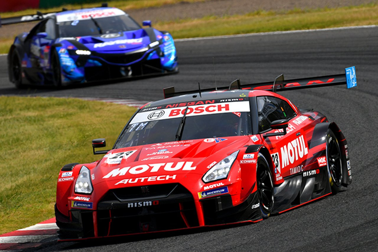 スーパーGT 第3戦 鈴鹿:MOTUL AUTECH GT-Rが荒れたレースで優勝!