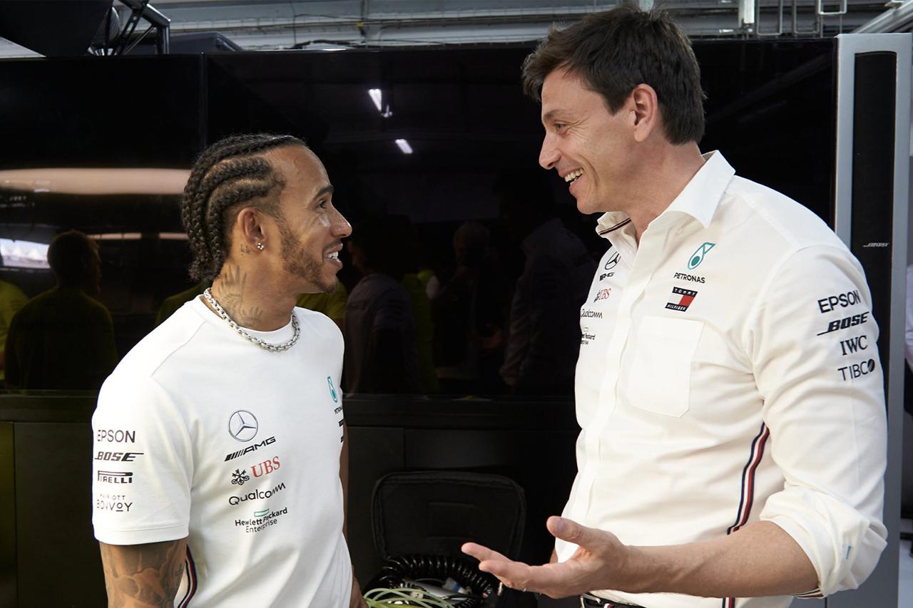レッドブルF1代表 「メルセデスはルイス・ハミルトンを優遇している」