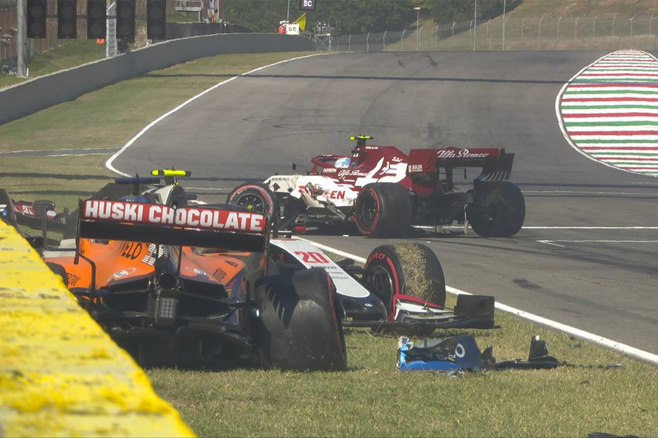 9周目:リスタートで4台が絡むクラッシュで赤旗中断/ F1トスカーナGP