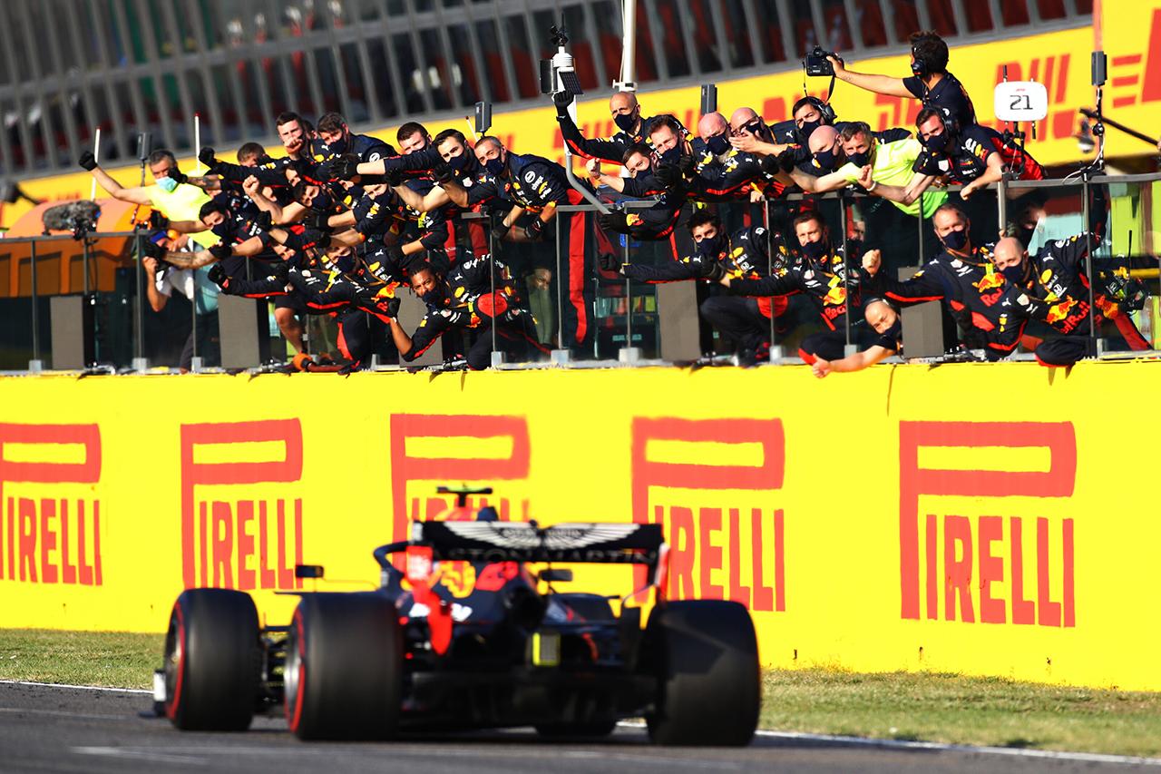 レッドブル・ホンダF1、3位表彰台と0周リタイア 「ほろ苦い一日」 / F1トスカーナGP 決勝
