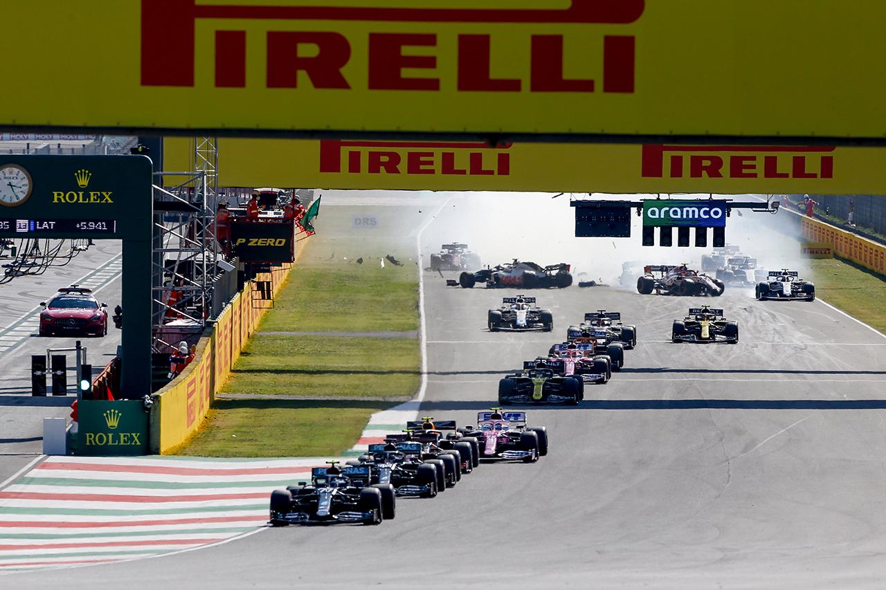 F1トスカーナGP:リスタート時の多重クラッシュで12名に警告処分 / 2020年のF1世界選手権 第9戦