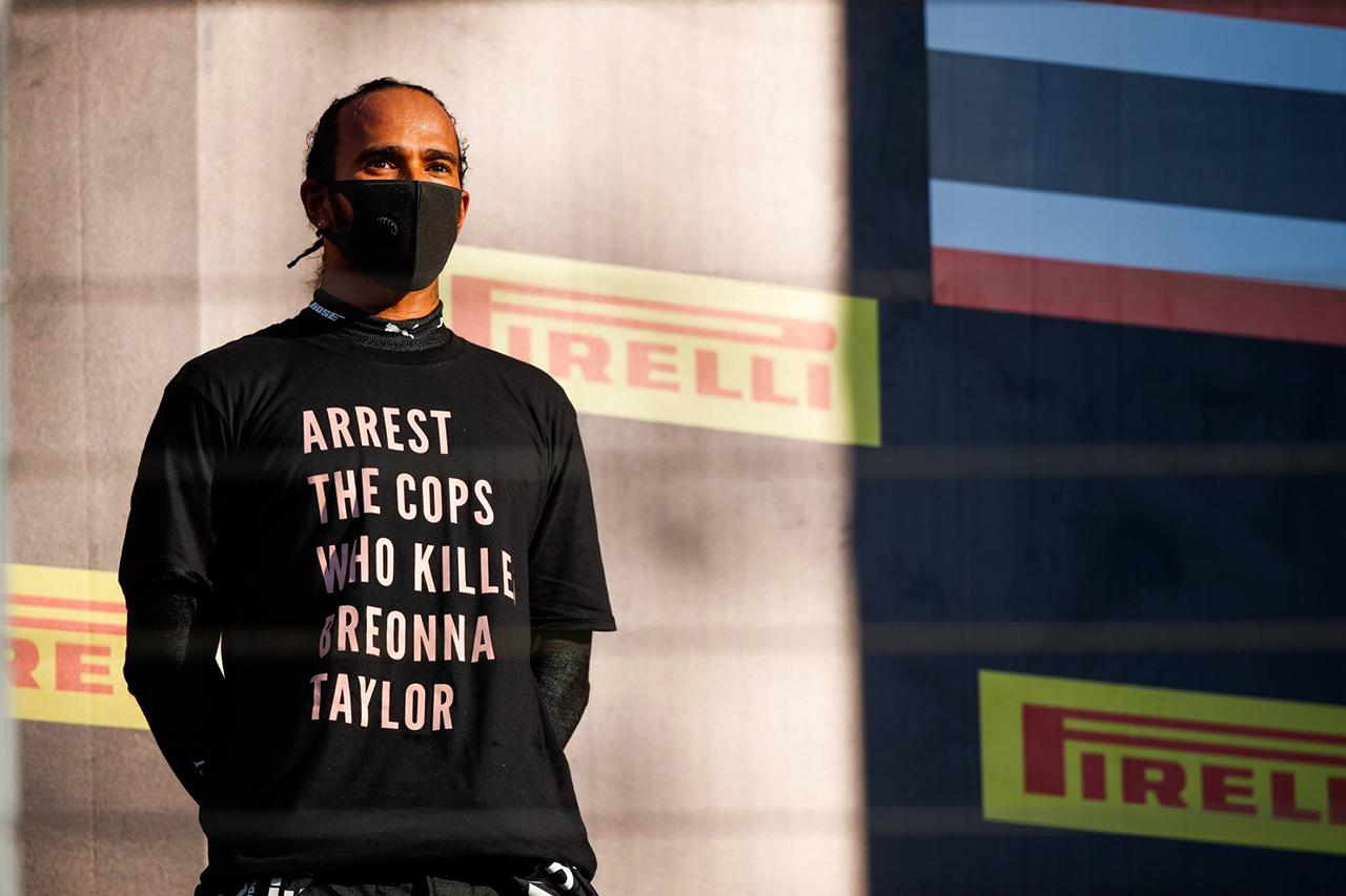 FIA、ルイス・ハミルトンが着用したテイラーTシャツの政治性を調査 / F1トスカーナGP