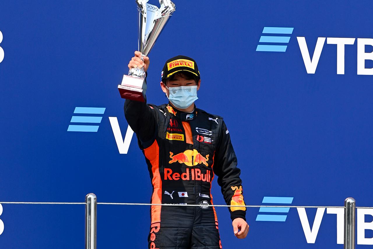 角田裕毅、2位表彰台 「最終ラップで抜くことができのは収穫だった」 / FIA-F2 ロシア大会 レース1