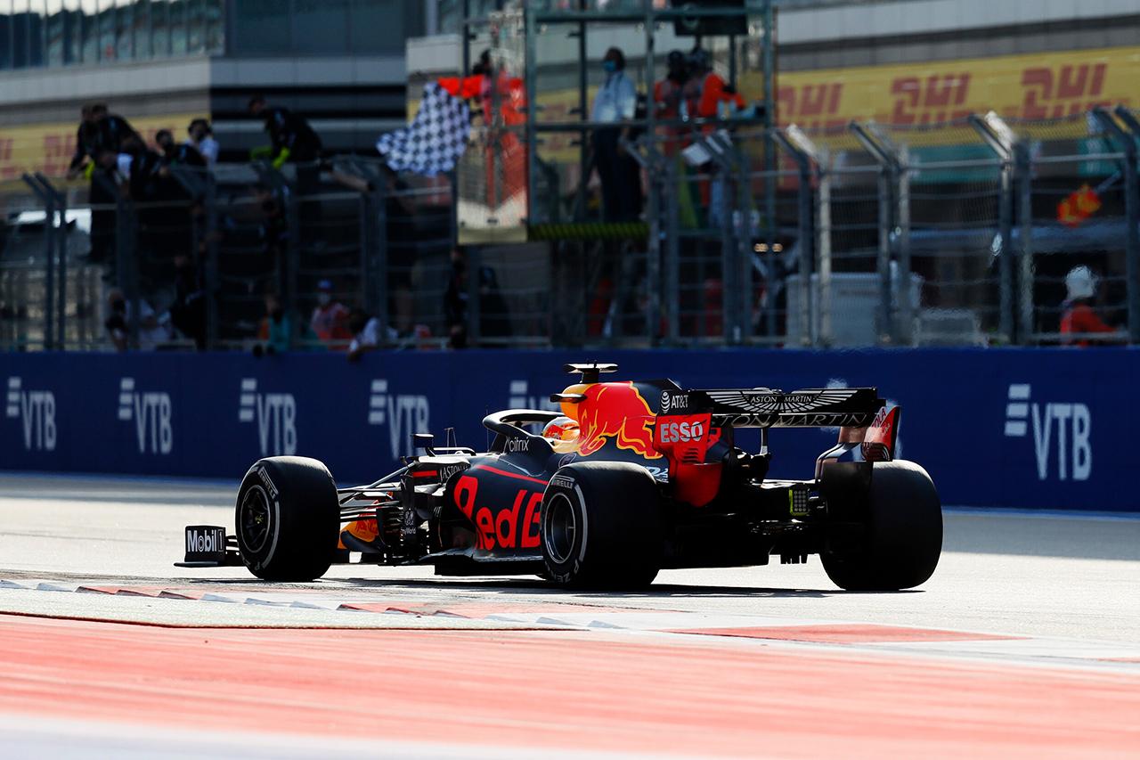 レッドブル・ホンダF1 分析:心理的に大きな意味を持つ2位表彰台 / F1ロシアGP 決勝