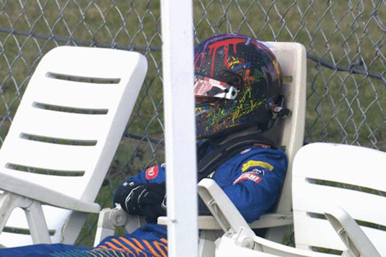 """ランド・ノリス、リタイアでアロンソの""""デッキチェア""""をパロディ / マクラーレン F1アイフェルGP 決勝"""