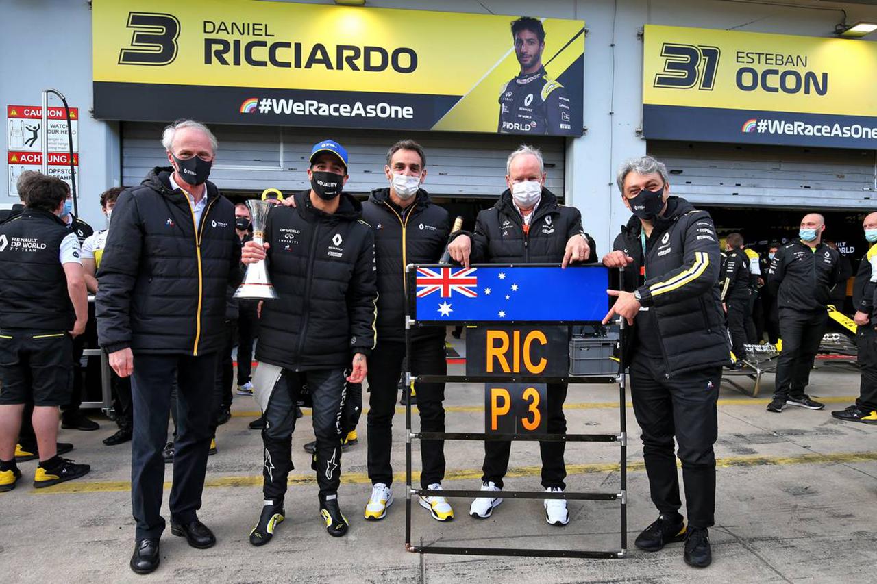 ルノーF1、リカルドの表彰台獲得でアビテブール代表のタトゥーが確定