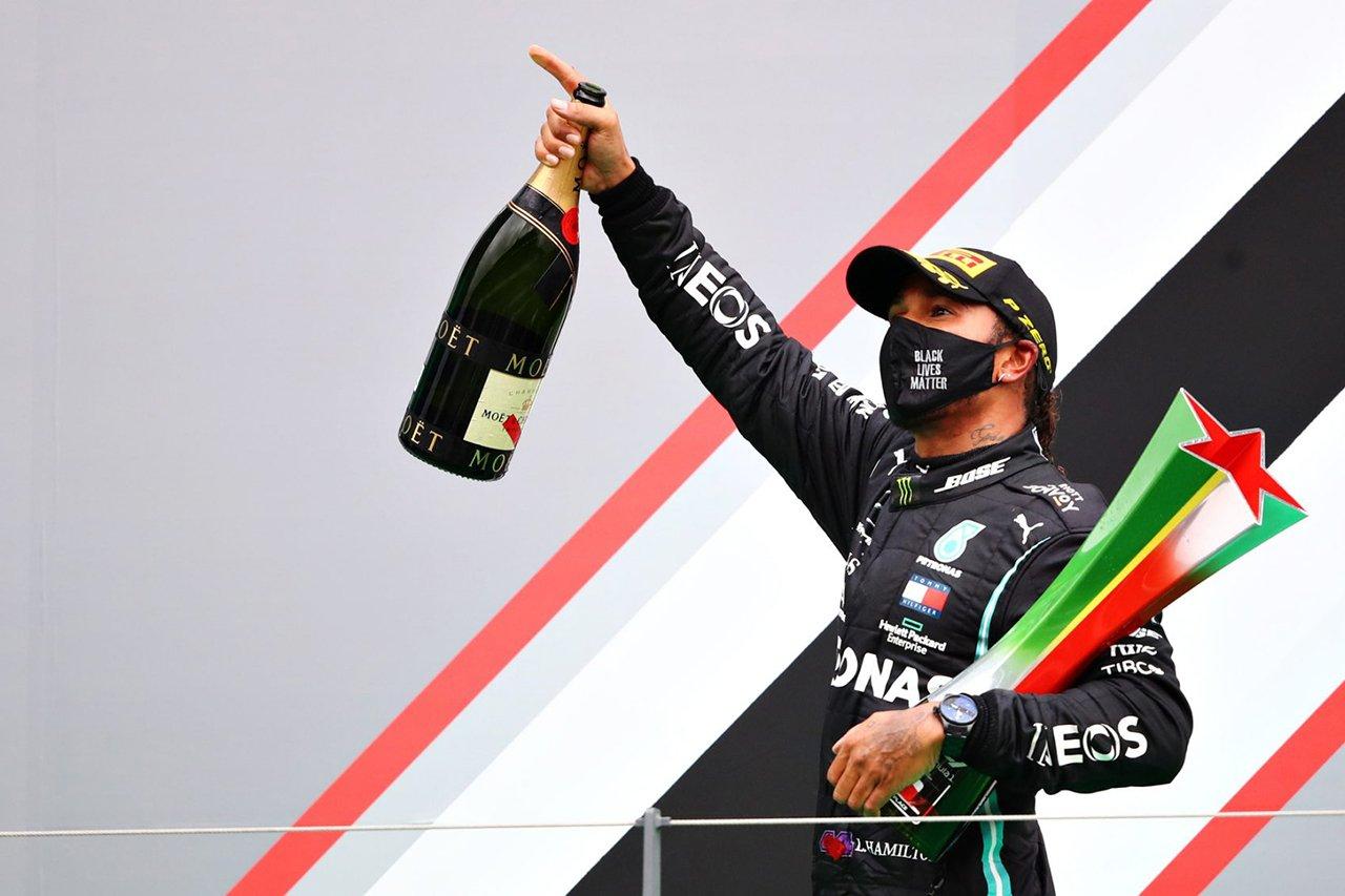 ルイス・ハミルトン、前人未踏の勝利の裏で「右足がつっていた」 / メルセデス F1ポルトガルGP 決勝