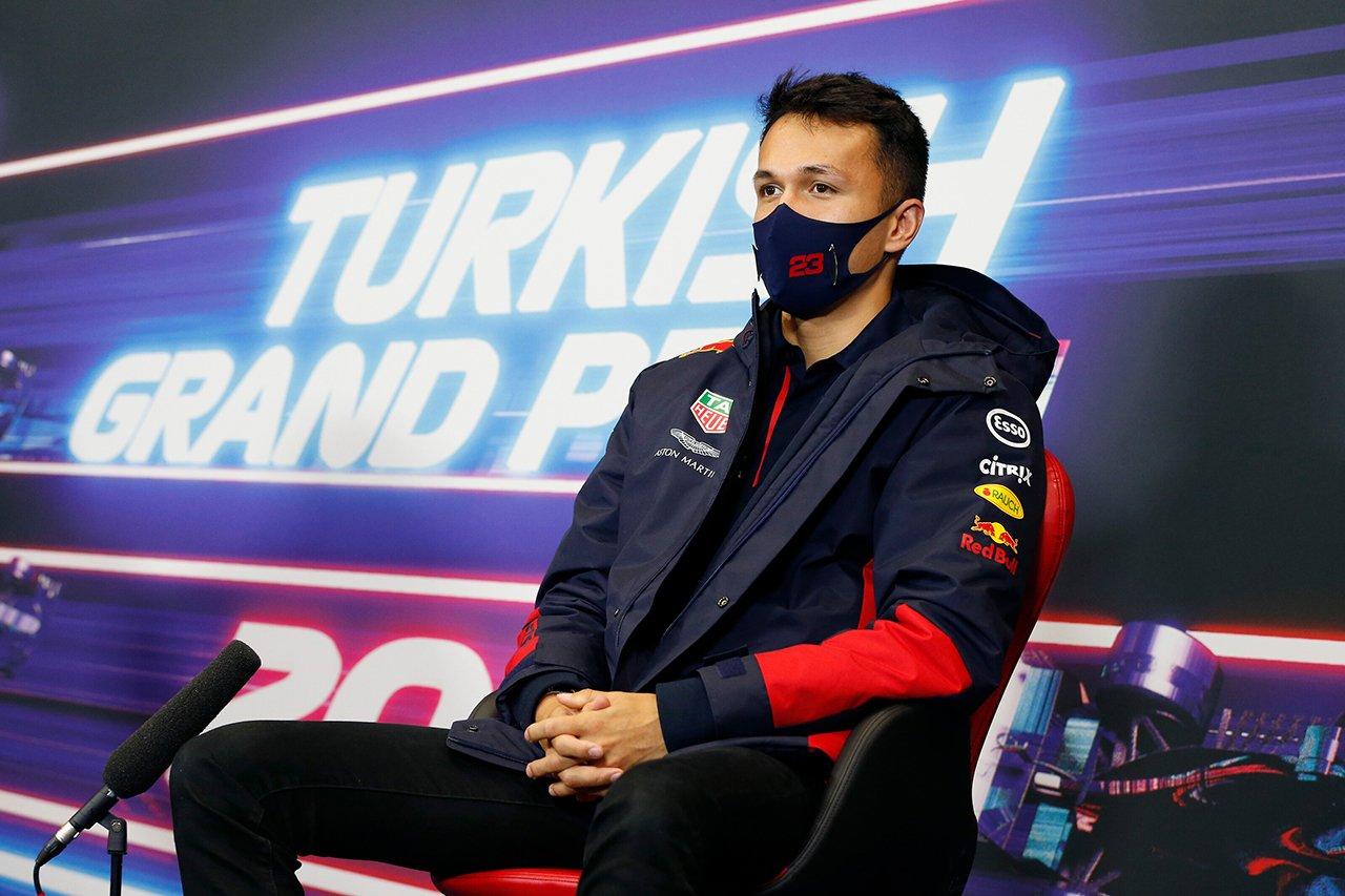 Photo of アレクサンダーアル本「そこまでひどい性能とは思わない」/レッドブルホンダF1トルコのGP木曜日の記者会見[F1-Gate.com]