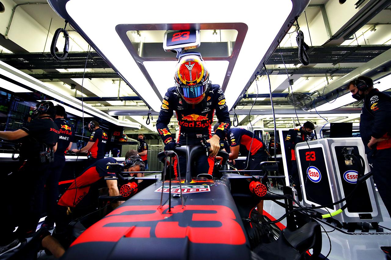 レッドブル・ホンダF1、アレクサンダー・アルボンのシャシーを交換 / F1バーレーンGP 2日目