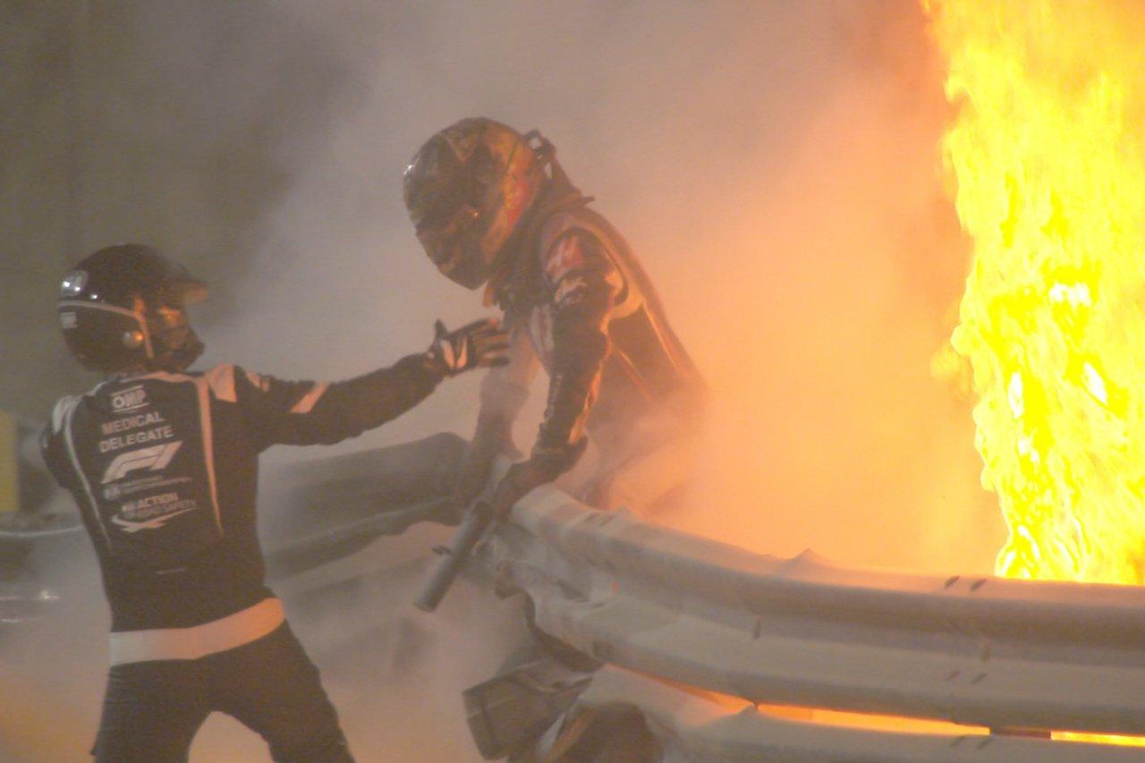 【動画】 ロマン・グロージャン、大クラッシュでマシン炎上も無事に脱出! / F1バーレーンGP 決勝