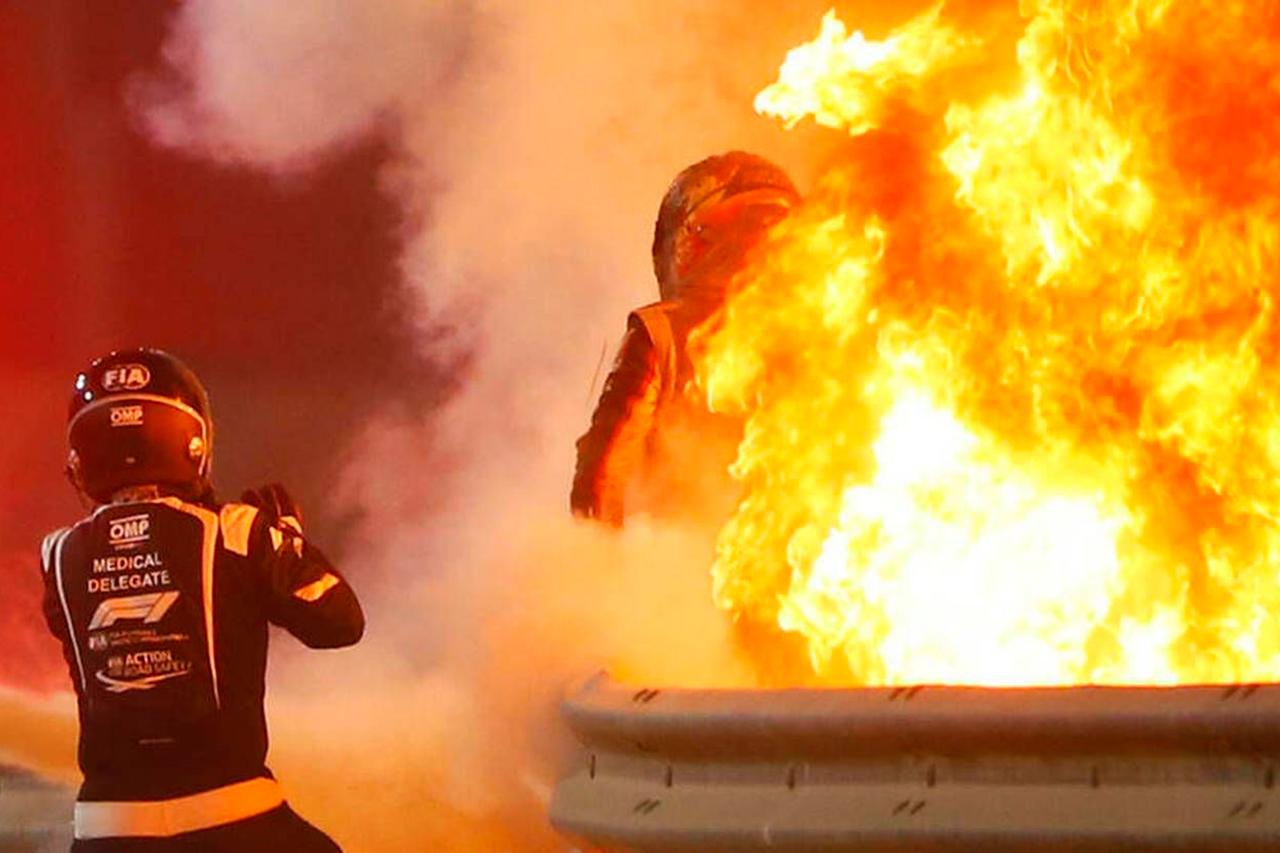 救出したFIA医師「ロマン・グロージャンのバイザーは熱で溶けていた」 / F1バーレーンGP 決勝