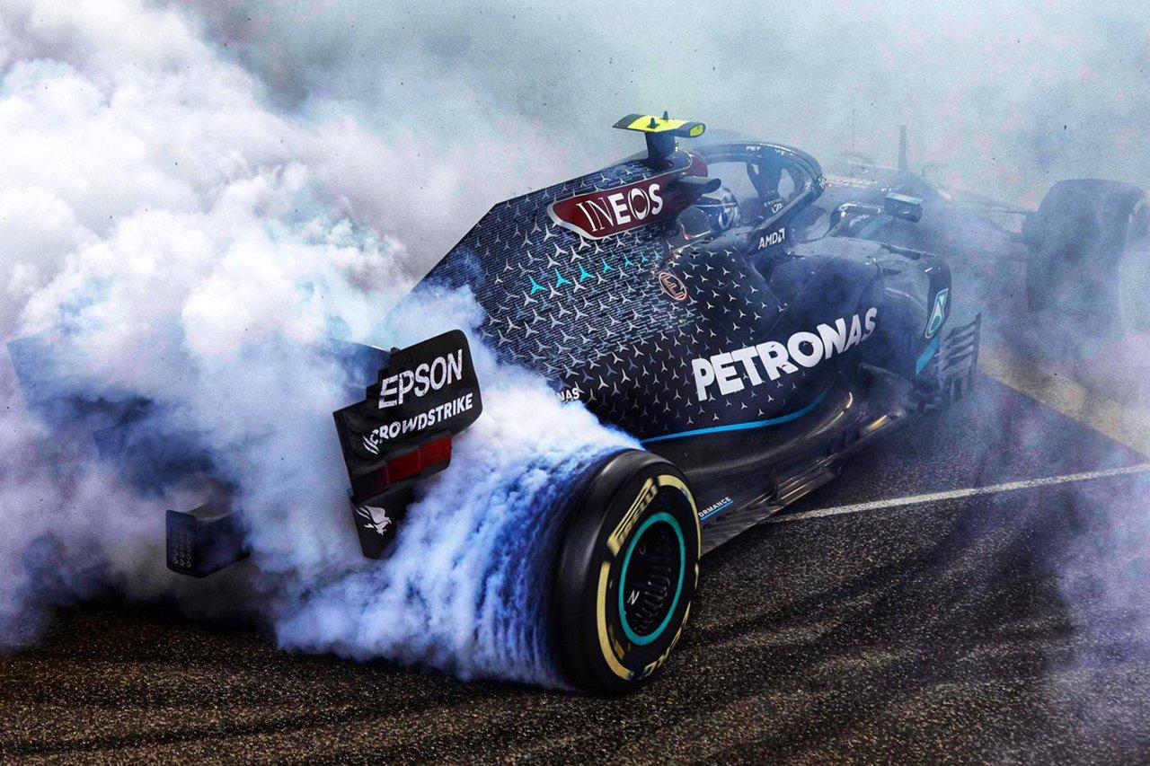 """レッドブルF1、メルセデスの""""W11引退ドーナツターン""""投稿に悪ノリ / F1アブダビGP"""
