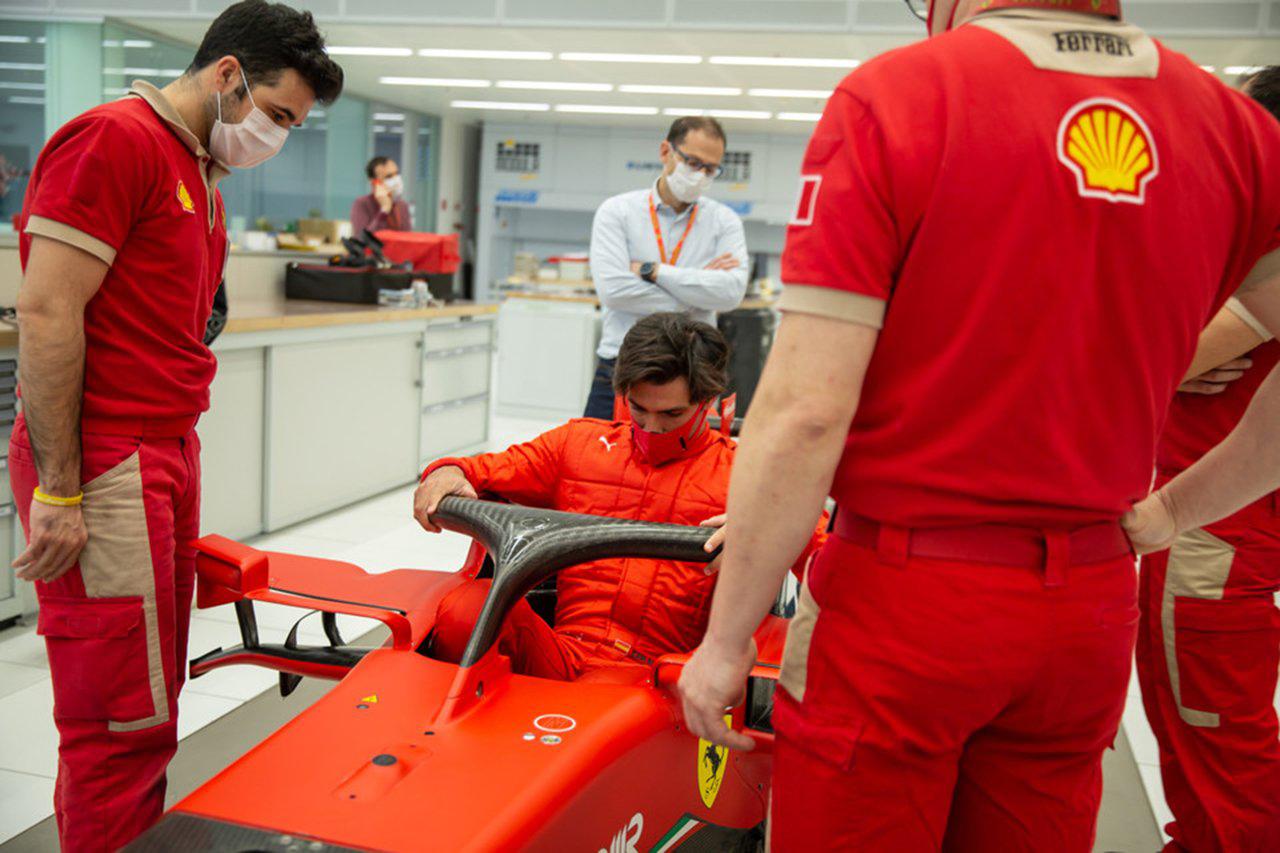 【動画】 カルロス・サインツ、フェラーリのF1マシンでシート合わせ