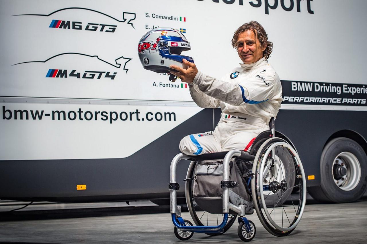 """F1:アレックス・ザナルディ、握手や親指で""""OKサイン""""ができるまで回復"""