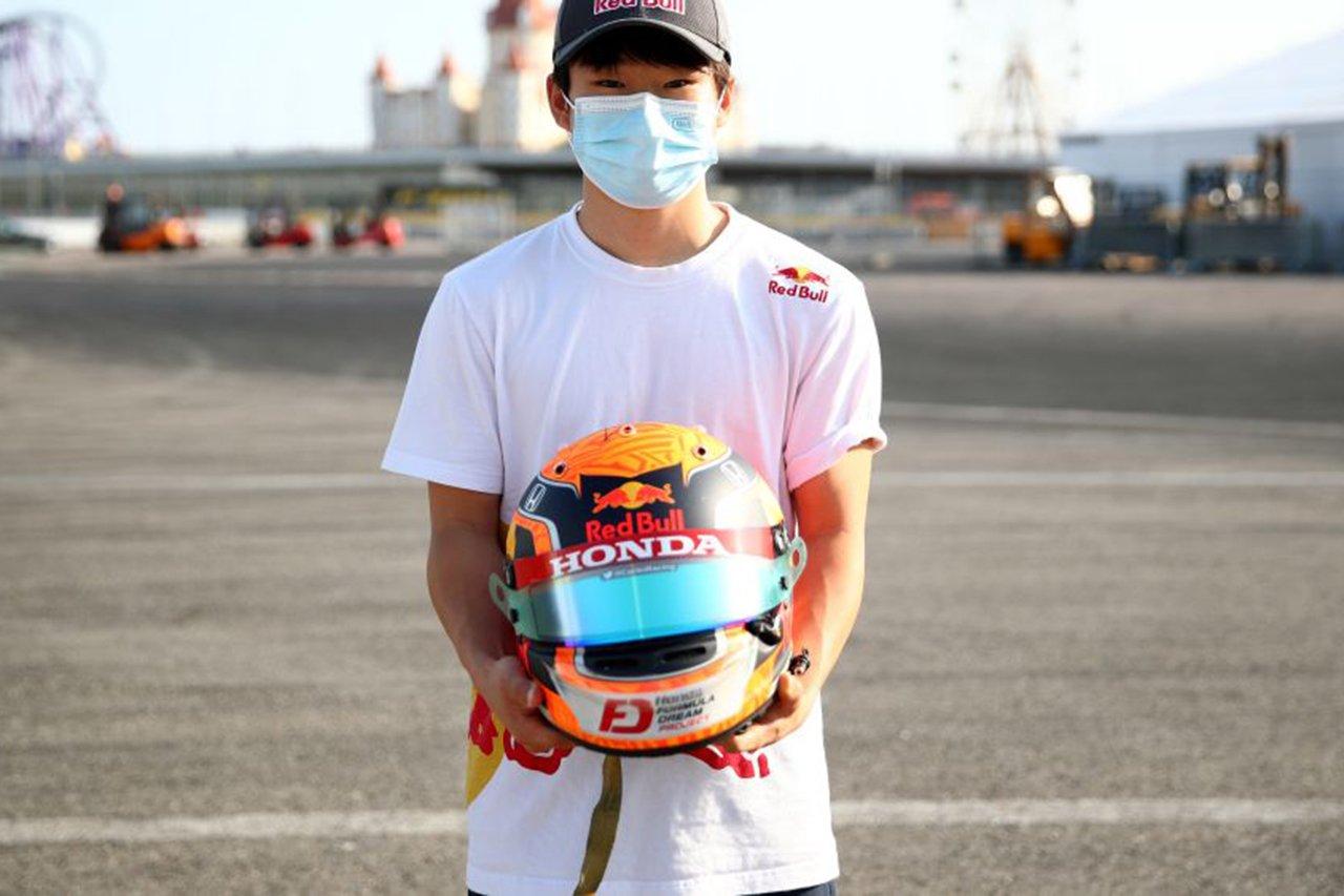 """F1:角田裕毅、ヘルメットに描いた""""風の神""""と""""日本国旗""""に込めた想い"""