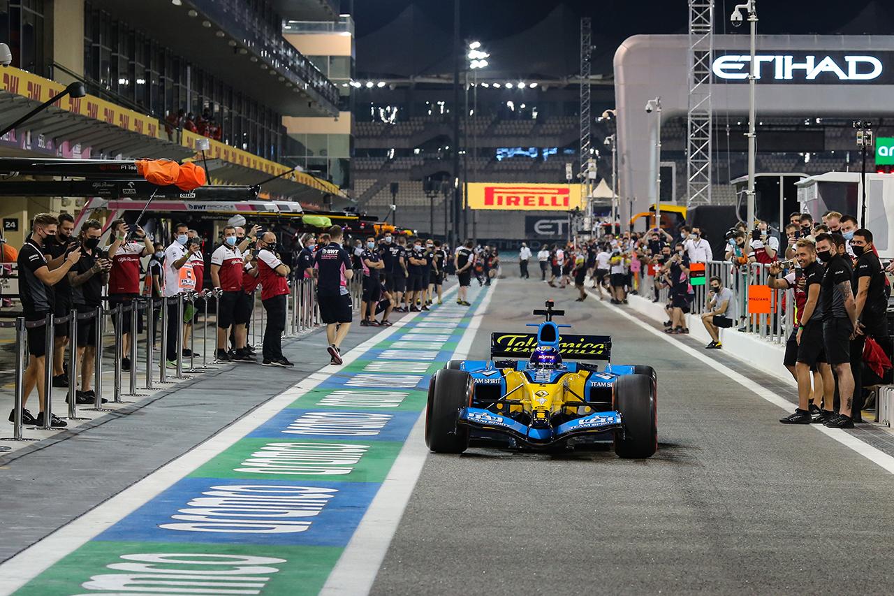 元F1最高責任者のバーニー・エクレストン 「次世代形式が決まるまでV8エンジンに戻せばいい」