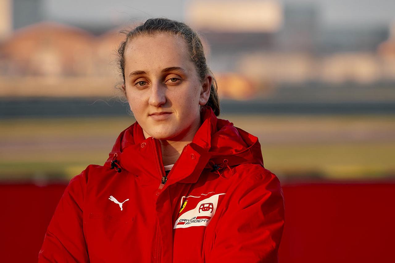 マヤ・ウィーグ、フェラーリF1初の女性アカデミー・ドライバー契約