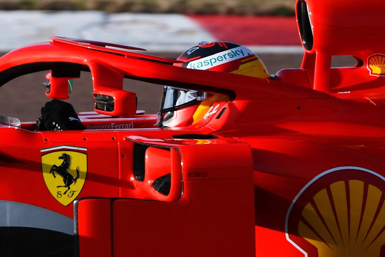 カルロス・サインツ、フェラーリのF1マシンで初走行