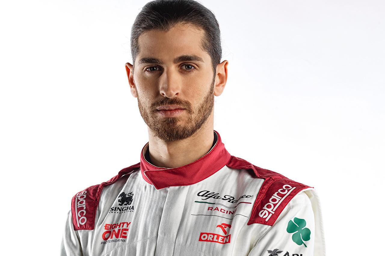 アントニオ・ジョビナッツィ 「表彰台を獲得したら坊主にする賭けをした」 / アルファロメオF1 C41 発表会