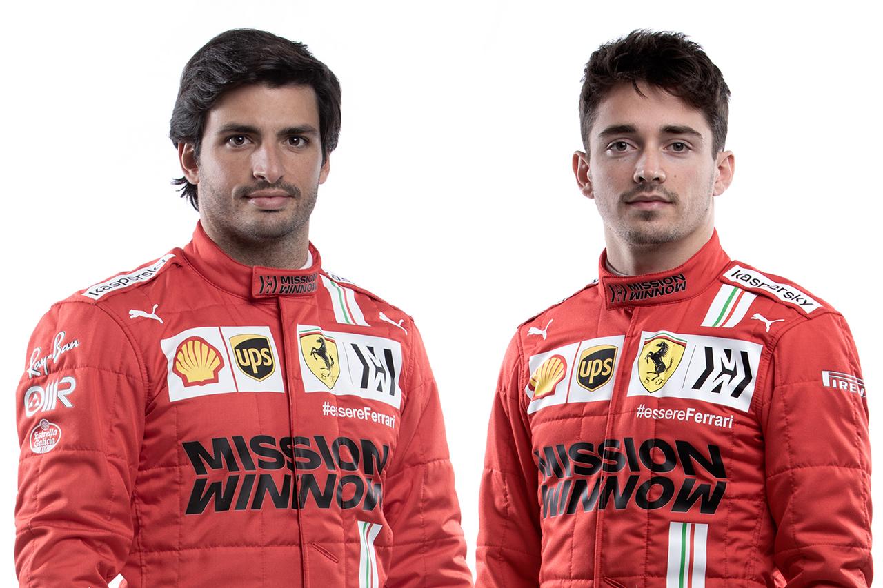フェラーリF1、2021年仕様のレーシングスーツを披露