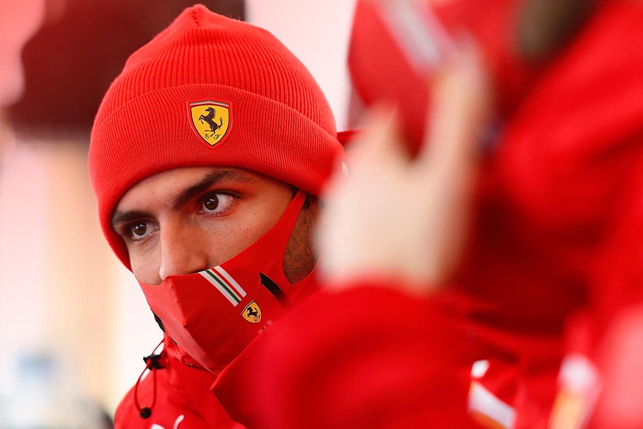 フェラーリF1のカルロス・サインツ、18インチタイヤのテストでクラッシュの噂