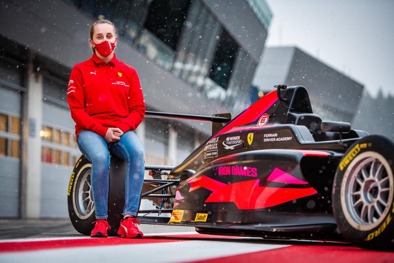 フェラーリF1、FIAの『Girls on Track』とのパートナーシップを2年間延長