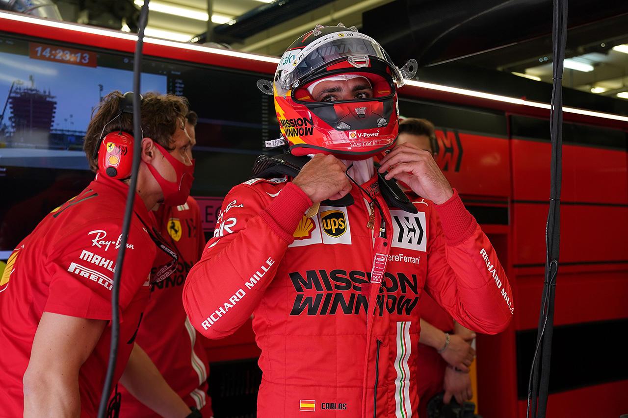 カルロス・サインツ 「ショートランのパフォーマンスのタイトさに驚いた」 / フェラーリ F1バーレーンGP 初日