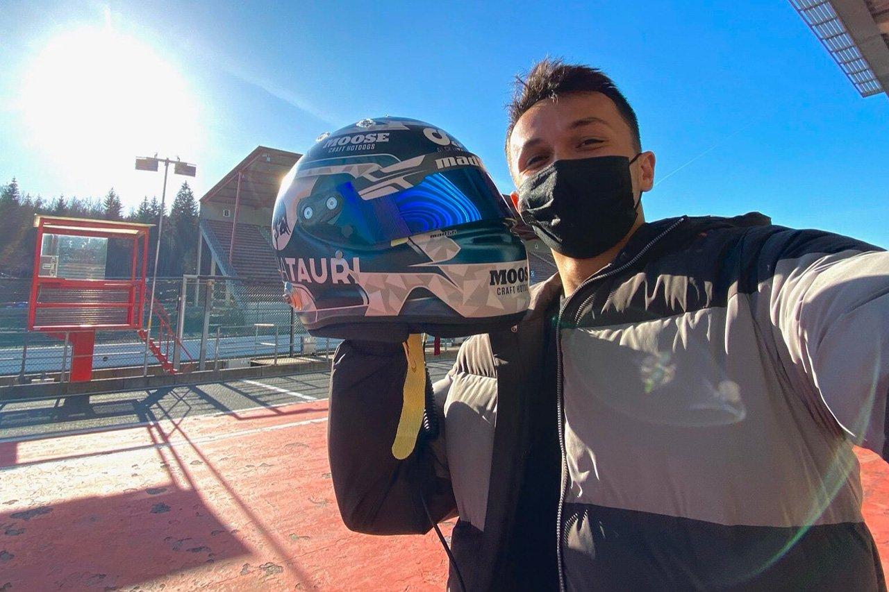 アレクサンダー・アルボン、DTM参戦用のヘルメットを公開 / レッドブルF1 リザーブドライバー