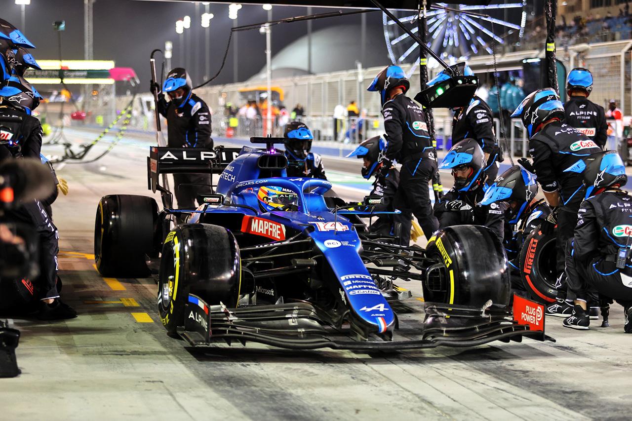 """フェルナンド・アロンソ、リタイアの原因は""""サイドイッチの包み紙"""" / F1バーレーンGP決勝"""