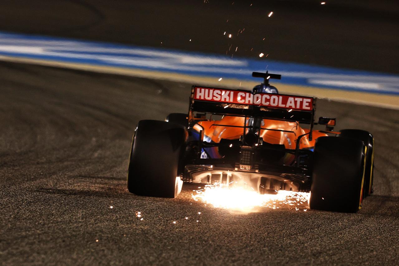 ダニエル・リカルド、ピエール・ガスリーとの接触でフロアにダメージ / F1バーレーンGP決勝