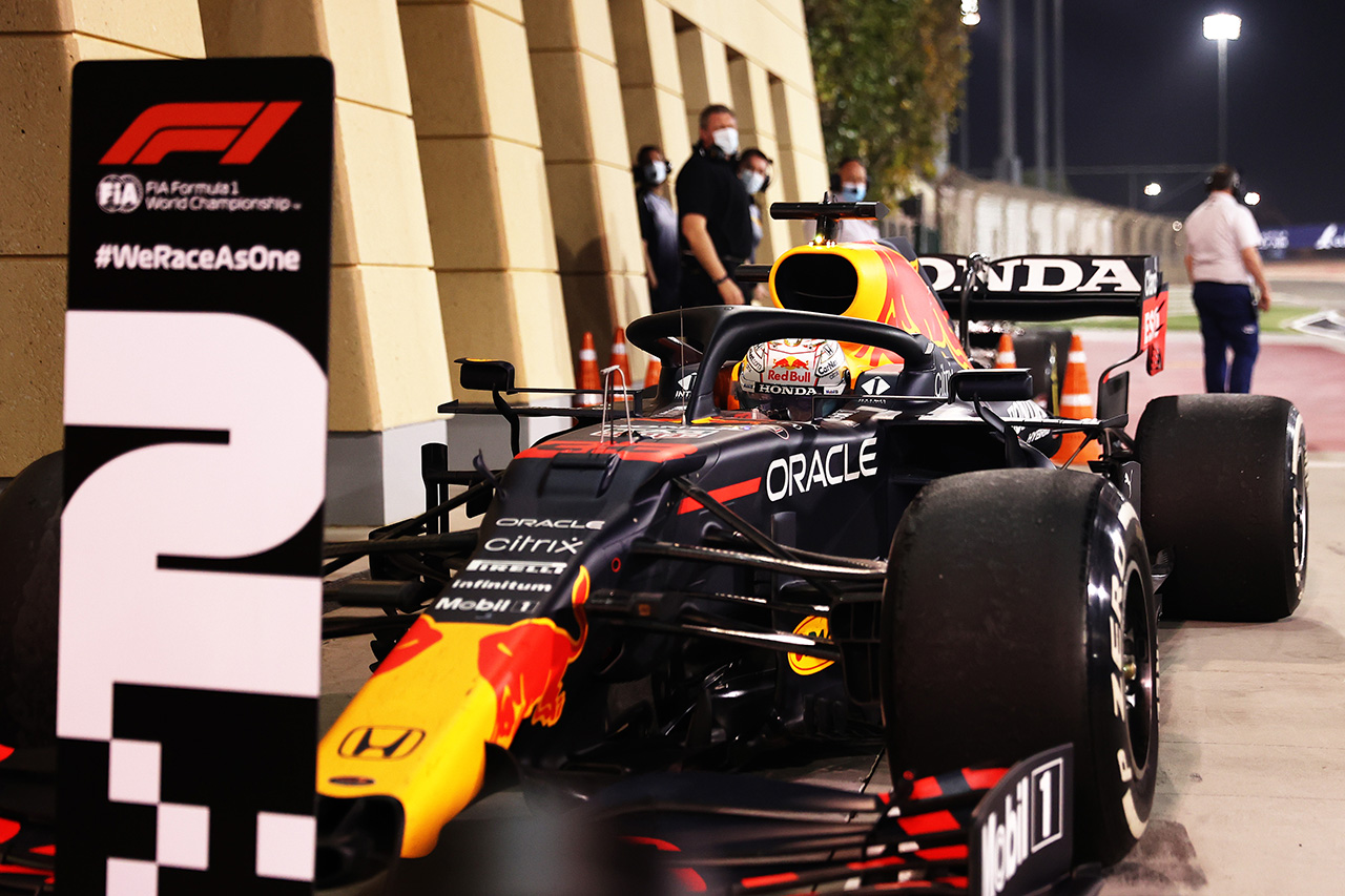 レッドブルF1首脳 「フェルスタッペンはエンジンに問題を抱えていた」 / F1バーレーンGP決勝