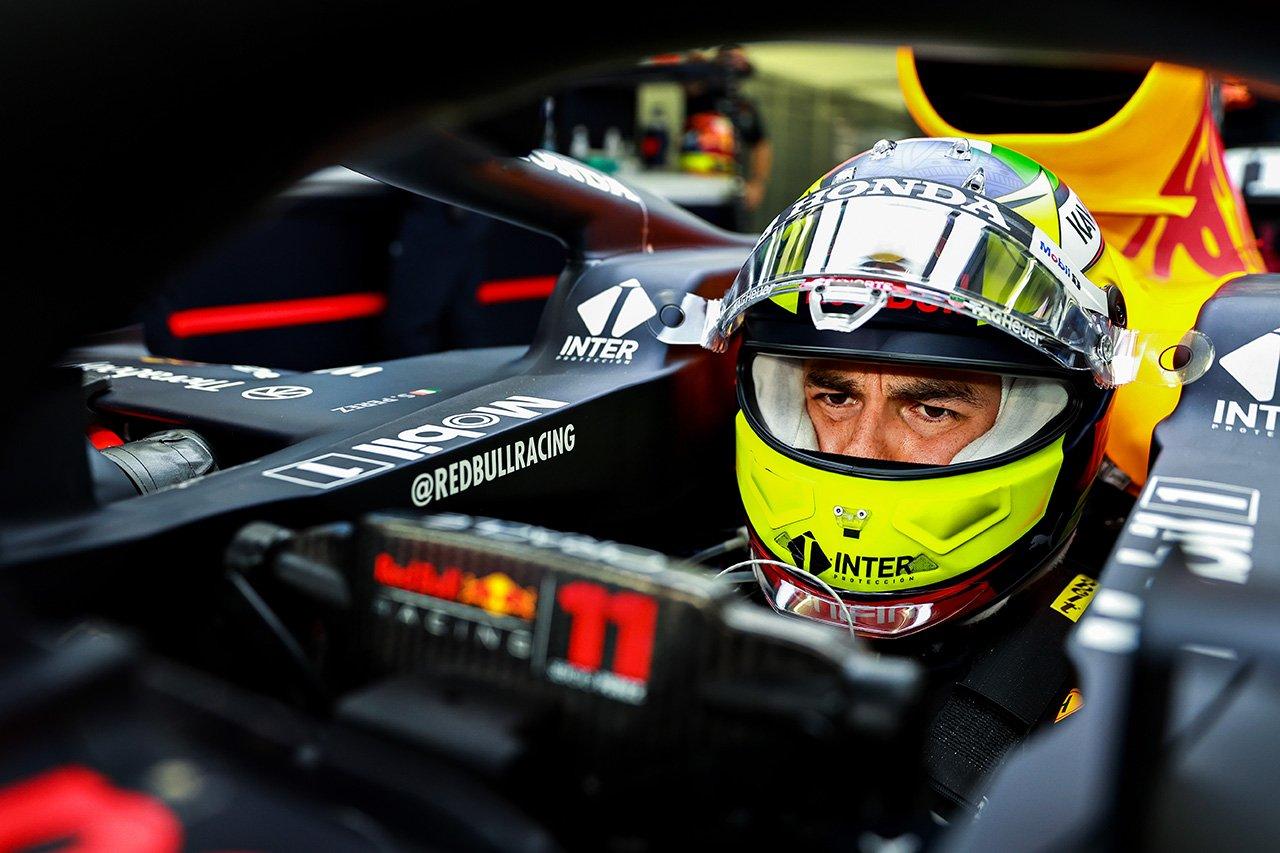 """「セルジオ・ペレスは""""タイヤの魔術師""""」と元F1ドライバーのマーク・ウェバーがレッドブルF1での成功を確信"""