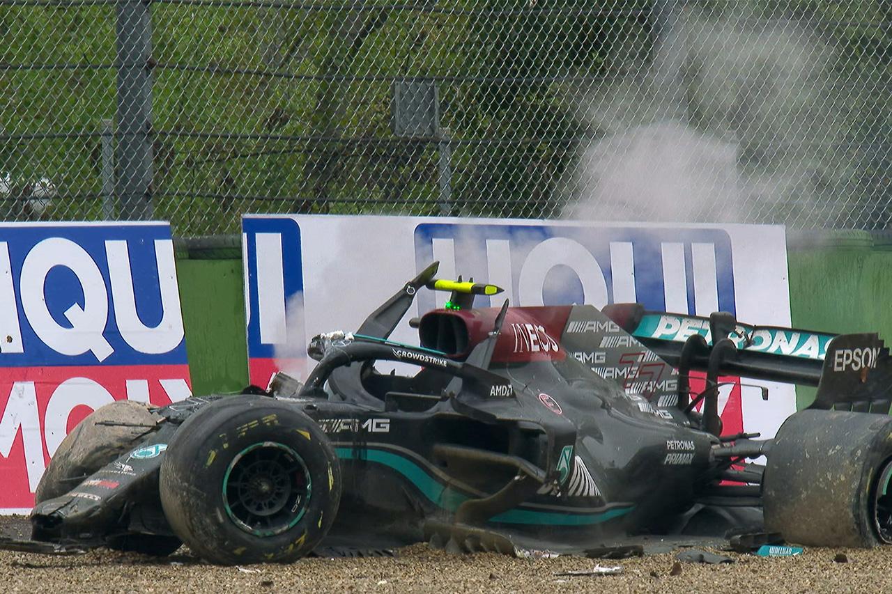 """バルテリ・ボッタスの""""全損""""事故でF1予算上限の課題が露呈…メルセデスF1の開発計画に影響"""
