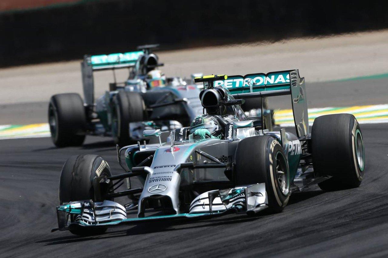 「メルセデスF1は2014年にどれだけエンジン性能を落とすか議論していた」とパディ・ロウ