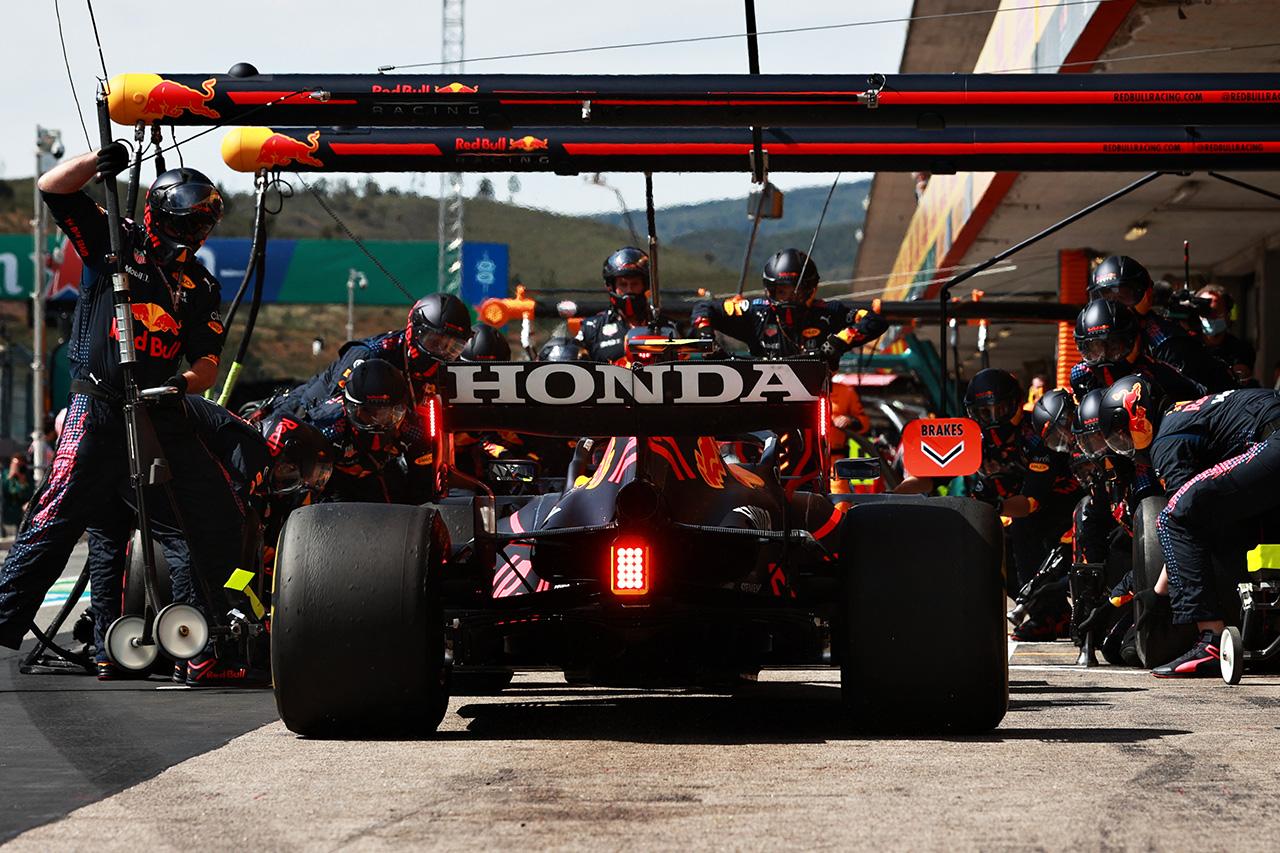 マクラーレン、レッドブルの独自F1エンジン開発は「非常に勇敢な決断」
